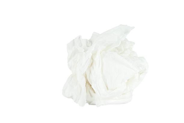 Arrugado papel tisú aislado con fondo blanco. - foto de stock