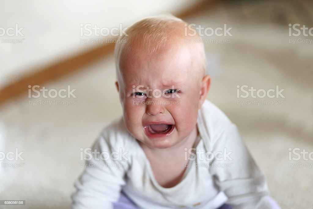 Crying 6 Month Old Baby Girl - foto de acervo