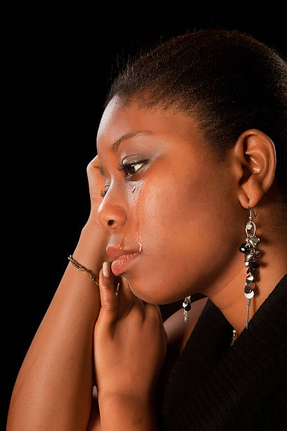 mulher chorando africano - imagens de lagrimas - fotografias e filmes do acervo
