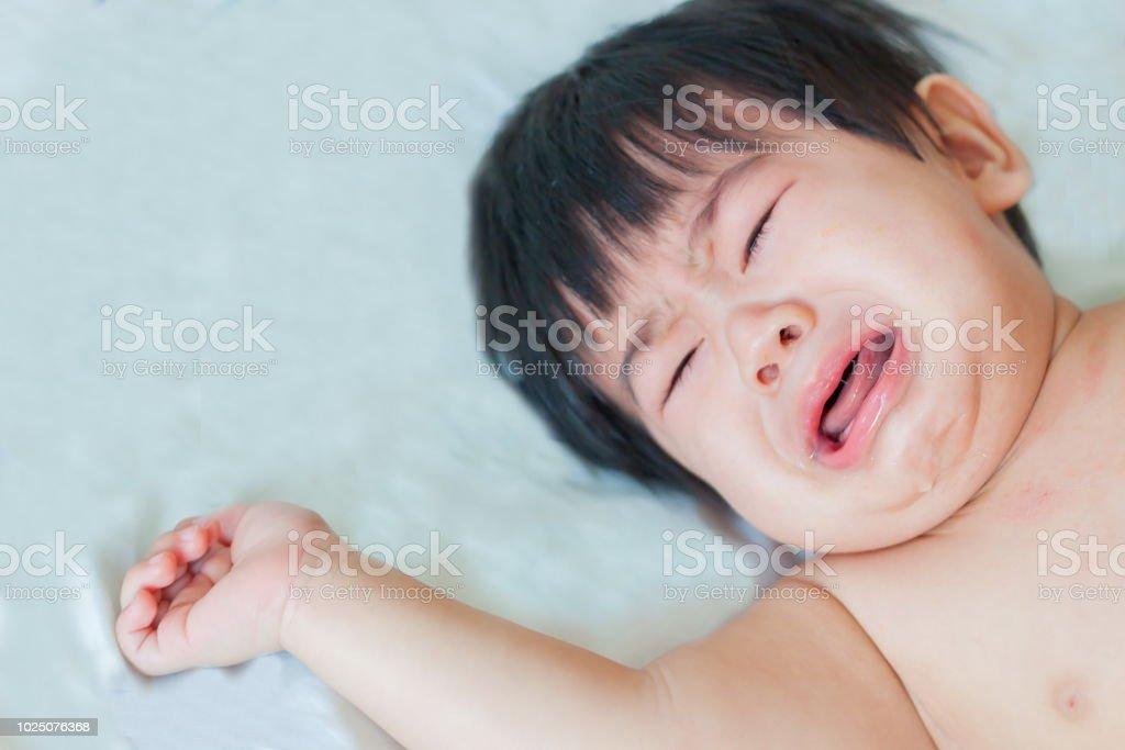 Schreiendes Baby Boy, soft-Fokus – Foto