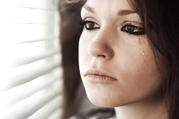 weinen mädchen - träne stock-fotos und bilder