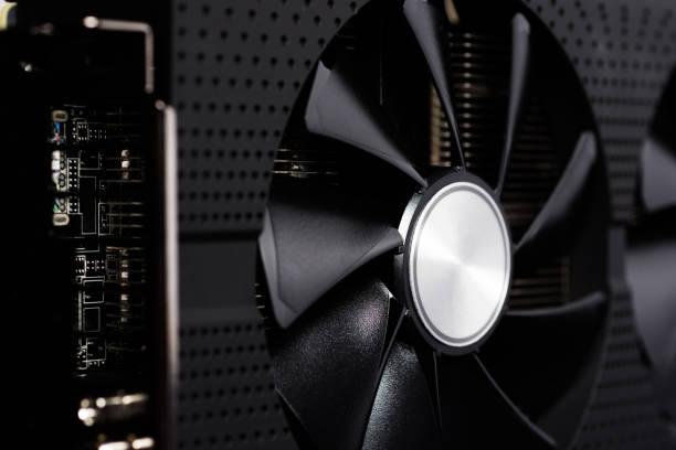 cryptocurrency mines rig ferme à l'aide de cartes graphiques pour ordinateur - éther photos et images de collection