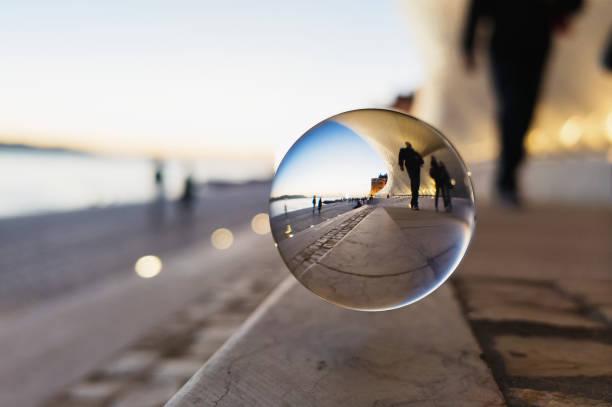 Crystal Ball auf der Straße – Foto
