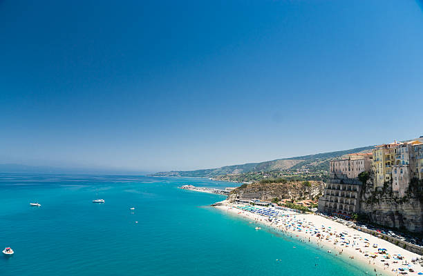 crystal clear sea near the town of tropea ,calabria, italy - sizilien strände stock-fotos und bilder