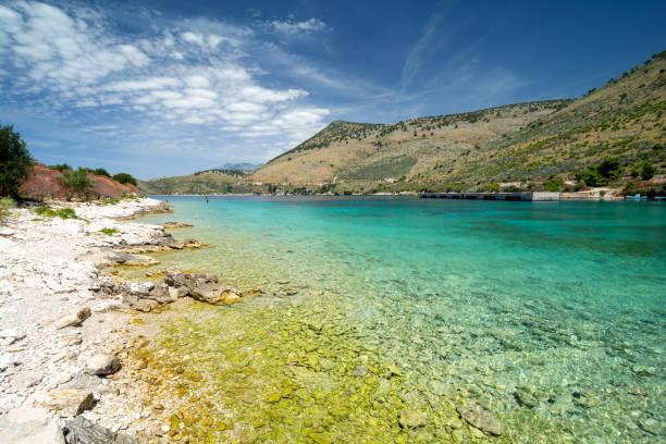 알바니아 포르토 팔레르모에서 이오니아 바다의 맑은 물 - 이오니아 해 뉴스 사진 이미지