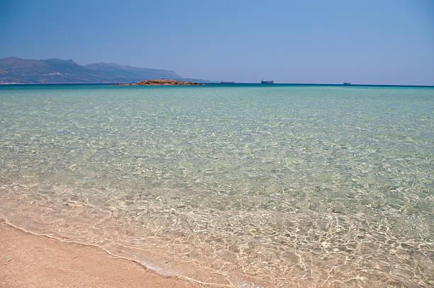 Kristallklare Wasser des Pounda Beach und von Laconia, Griechenland – Foto