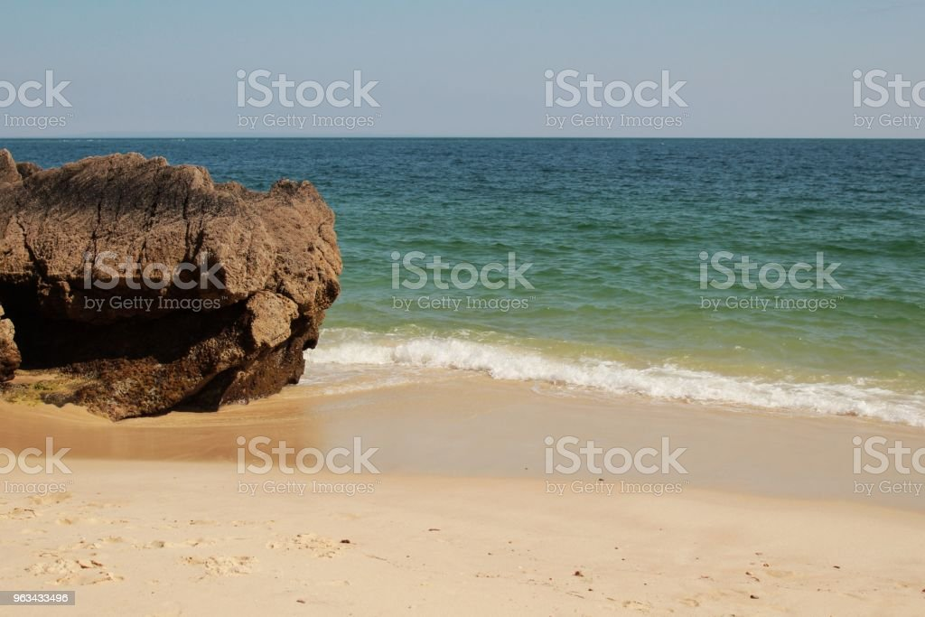 Eaux cristallines et les textures de la roche de Galapinhos plage - Photo de Ambiance - Événement libre de droits
