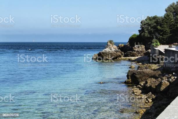Krystaliczne Wody Plaży Portinho W Lizbonie - zdjęcia stockowe i więcej obrazów Atmosfera - Wydarzenia