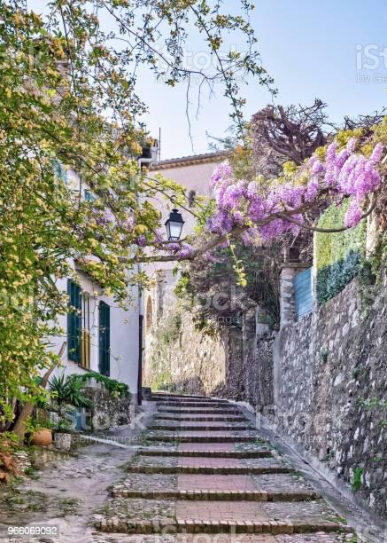Franska Rivieran-foton och fler bilder på Alpes-Maritimes