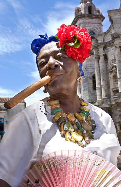 kuba: ein land mit vielen traditionen. - promi schmuck stock-fotos und bilder