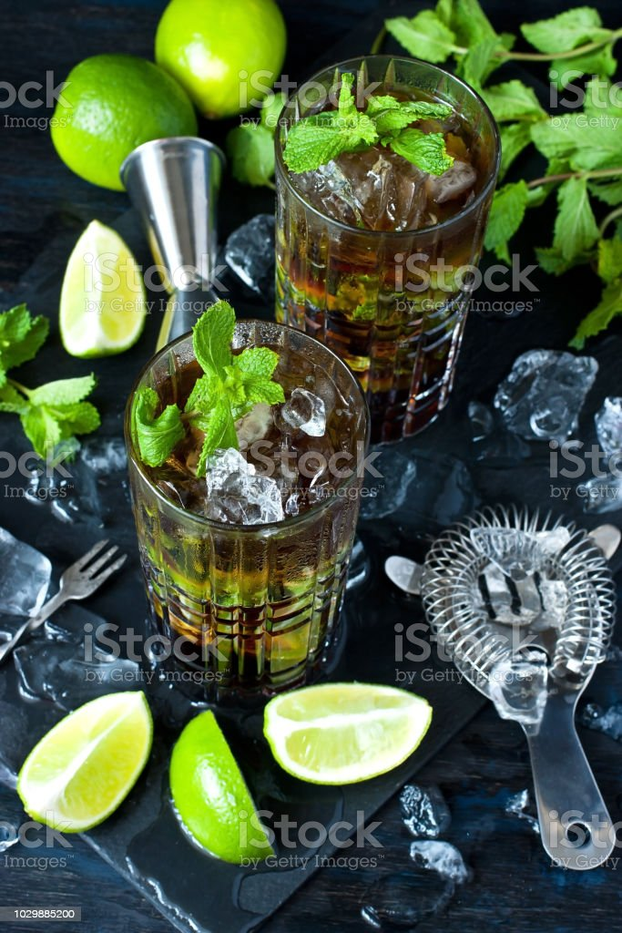 venta barata del reino unido varios diseños talla 7 Cuba Libre Cocktail With Rum Cola And Lime Holidays Party Concept Stock  Photo - Download Image Now