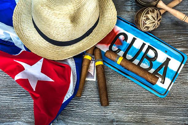 kubanische konzept tisch einiger produkte - urlaub in kuba stock-fotos und bilder