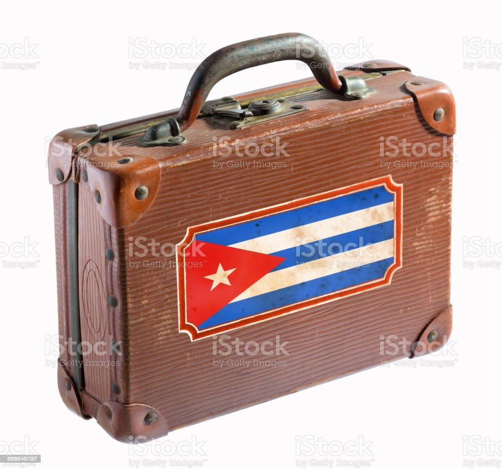 Bandeira cubana na mala de couro antigo isolada no branco - foto de acervo