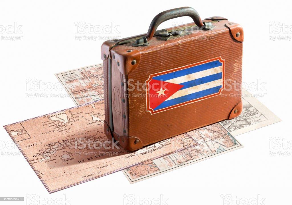 Bandeira cubana na mala de couro antigo com etiqueta de bagagem - foto de acervo