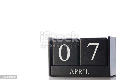 istock cube calendar 1093793834