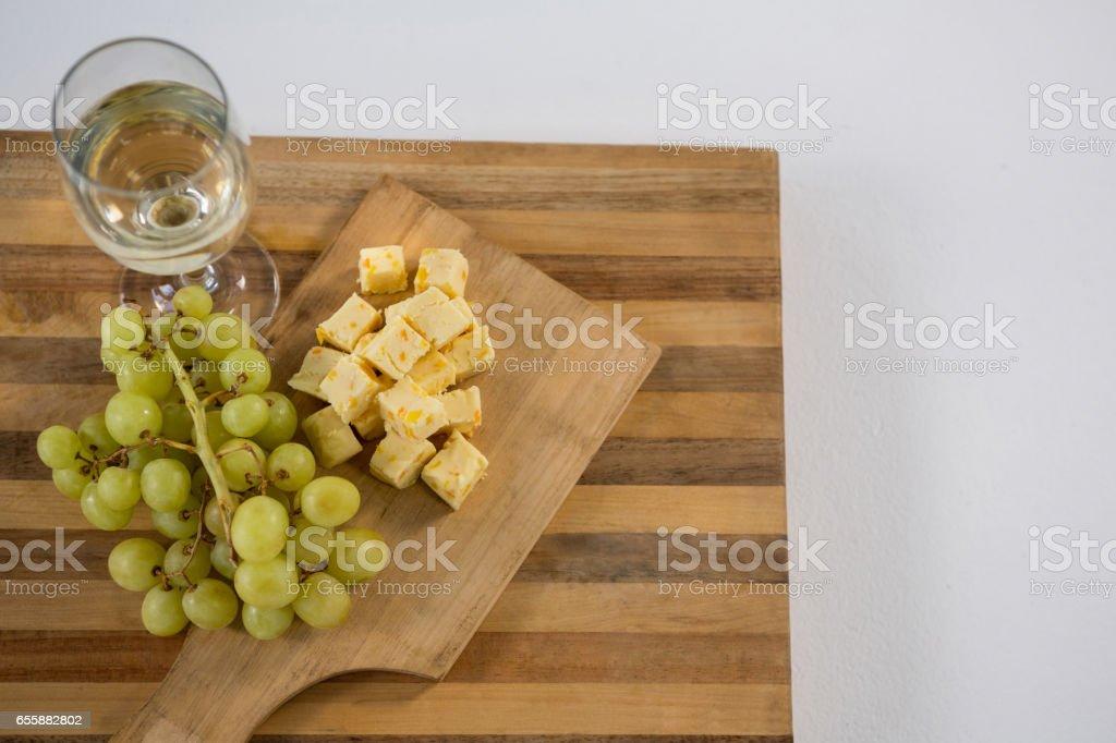 käsewürfel mit trauben