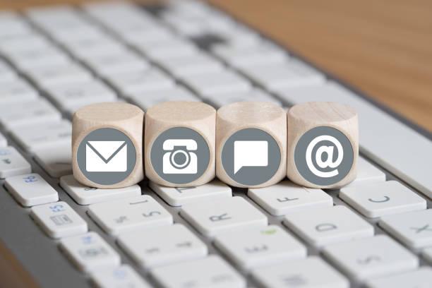 cubes with contact options on a computer keyboard - feedback icon imagens e fotografias de stock