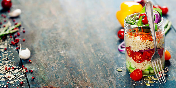 cucumber, quinoa, tomato, onion, carrot and mint salad - quinoa superfood stock-fotos und bilder