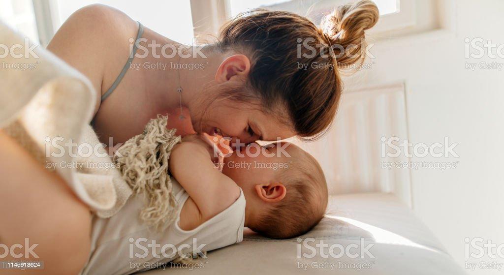 Liebkosung - Lizenzfrei 6-11 Monate Stock-Foto