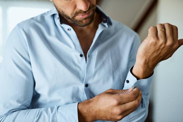 botões de punho próximo - camisa - fotografias e filmes do acervo