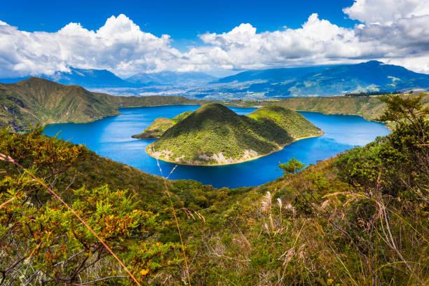 cuicocha, 아름 다운 푸른 산호초 - 에콰도르 뉴스 사진 이미지