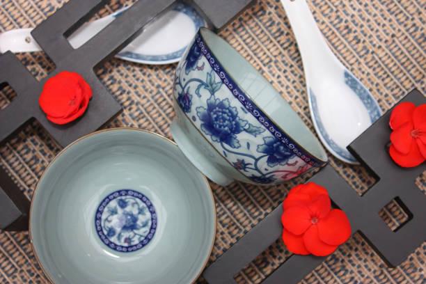 Cuisine asiatique - Bol à riz  soupe ou potage Cuisine asiatique - Bol de soupe ou potage - Restaurant chinois riz stock pictures, royalty-free photos & images