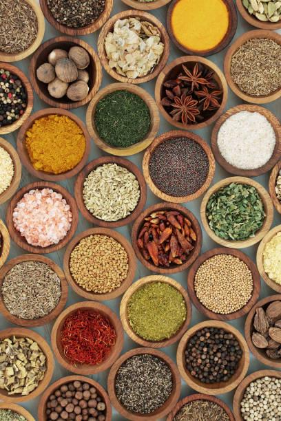 kulinarisches gewürz und kräuter gewürze - bärlauchsalz stock-fotos und bilder