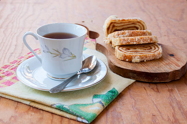 cup and saucer with tea and delicious strudel - marmeladenrezepte stock-fotos und bilder