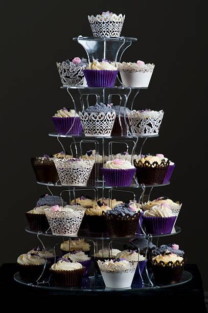 tasse kuchen tower - cupcake türme stock-fotos und bilder