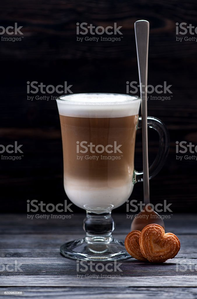 cup cappuccino coffee with cookies foto royalty-free