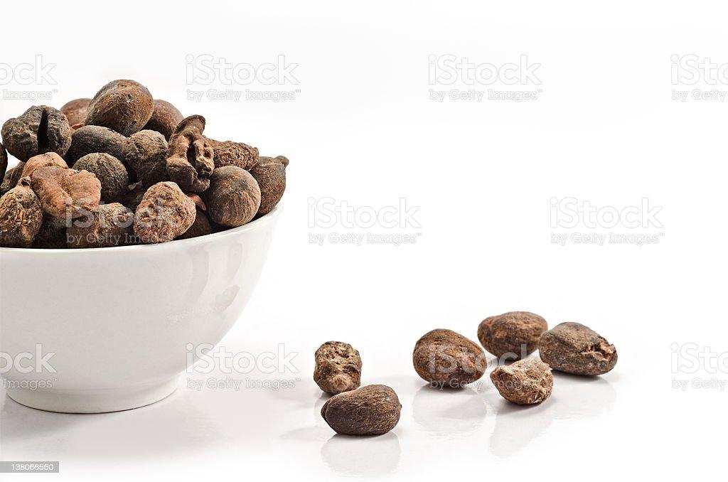 Tasse remplie de noix de karité - Photo