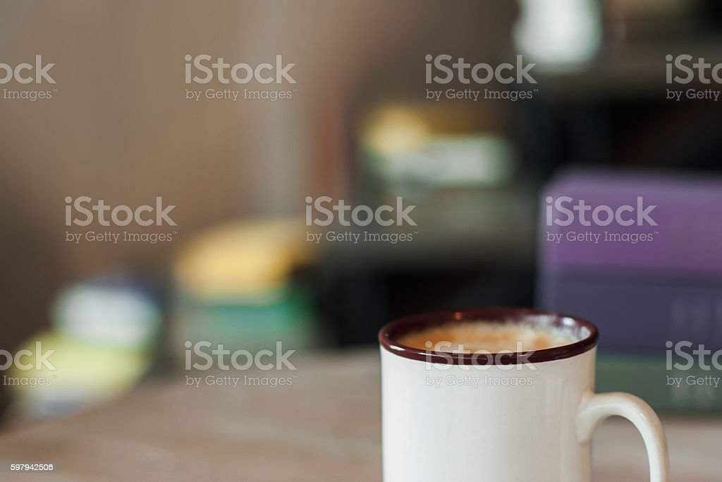 Cup of cappuccino on blurred office background foto royalty-free