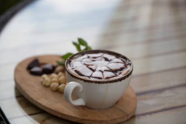 kapuçino fincan - isı sıcaklık stok fotoğraflar ve resimler