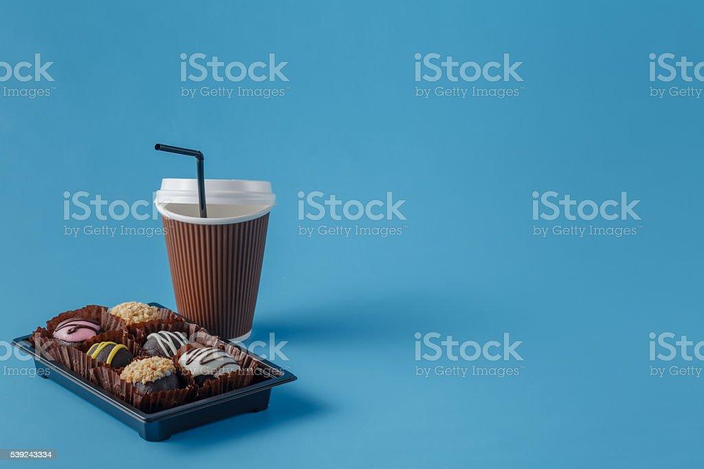 Taza de café y chocolate, galletas foto de stock libre de derechos