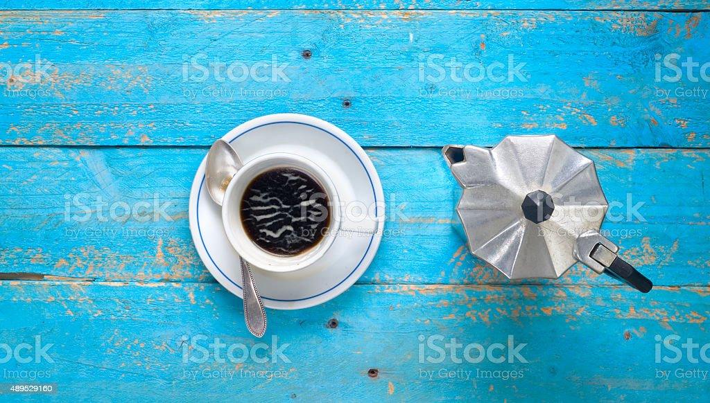 Tasse Kaffee und Kaffeemaschine Lizenzfreies stock-foto