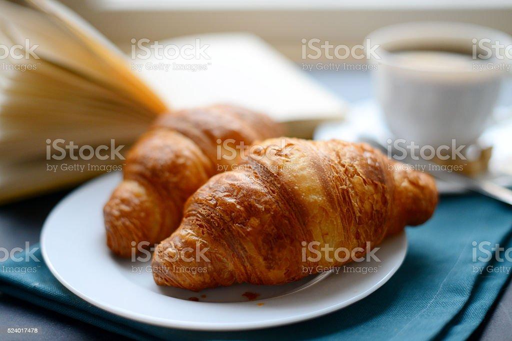 Tazza di caffè e Croissant - foto stock