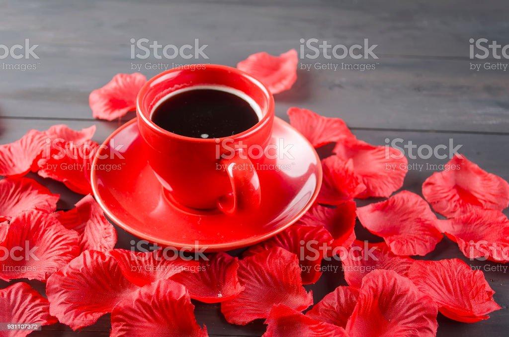 Fincan kahve ve gül yaprakları - Royalty-free Aşk Stok görsel