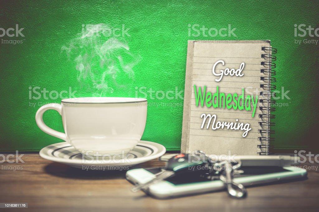 Eine Tasse Kaffee Handy Und Schlüssel Des Autos Auf Grünem