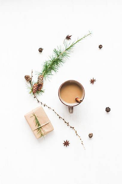 cup of coffee, larch branches, cinnamon sticks, christmas gift - weihnachtsessen ideen stock-fotos und bilder
