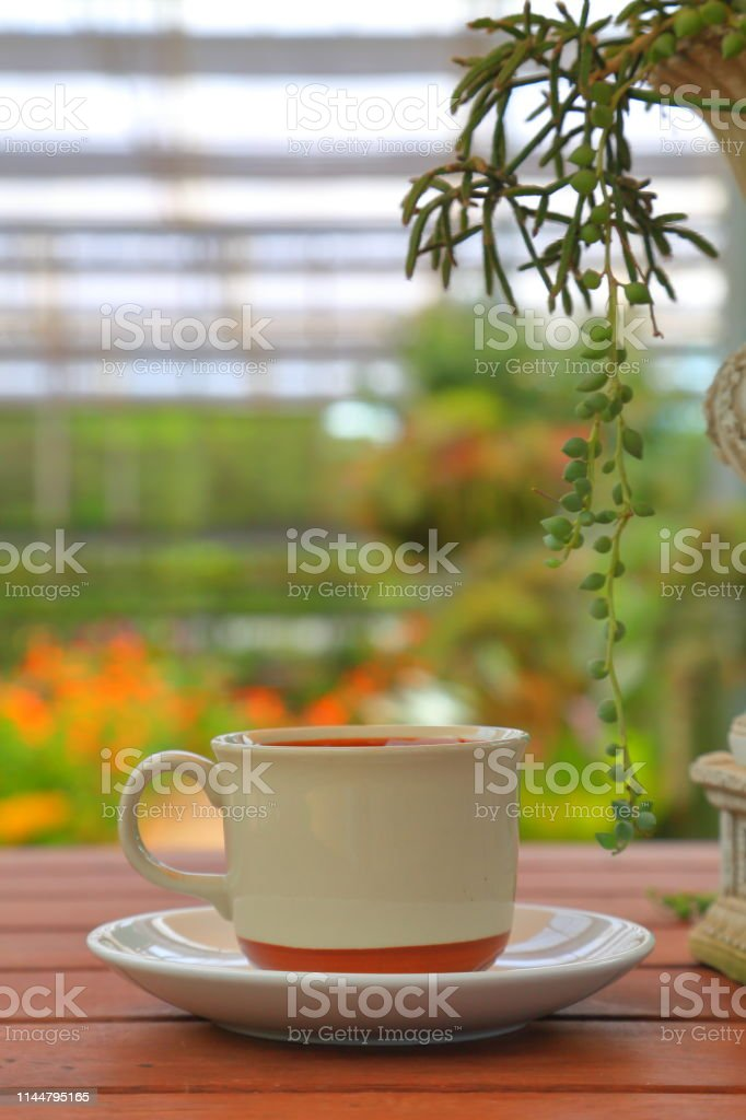 Photo libre de droit de Une Tasse De Café Sur La Table En ...