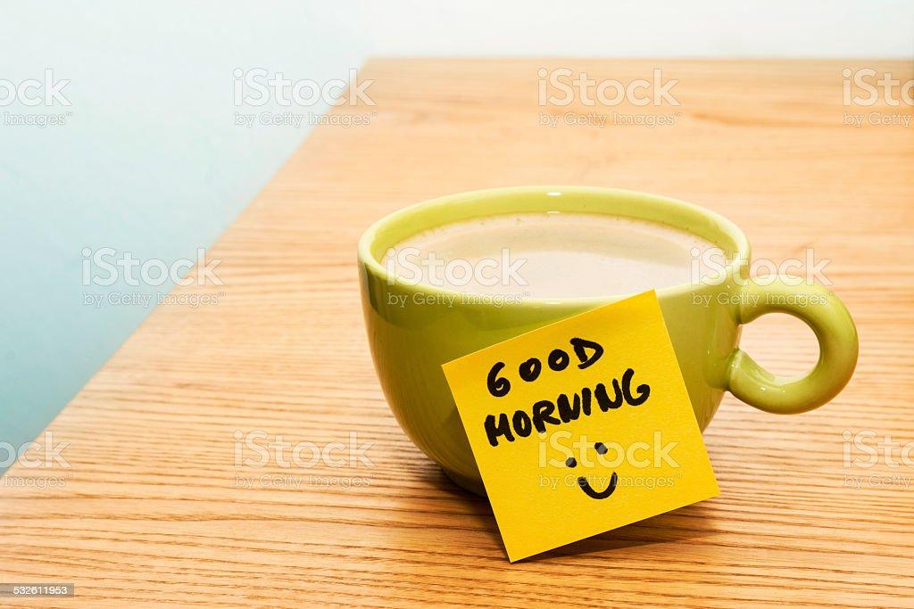Tasse Kaffee Postitzettel Guten Morgen Und Smiley Stockfoto