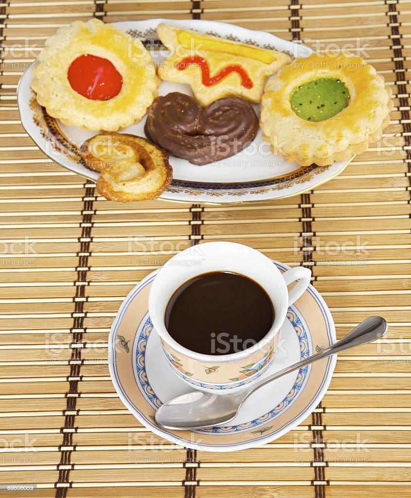 Tasse de café avec gâteaux photo libre de droits