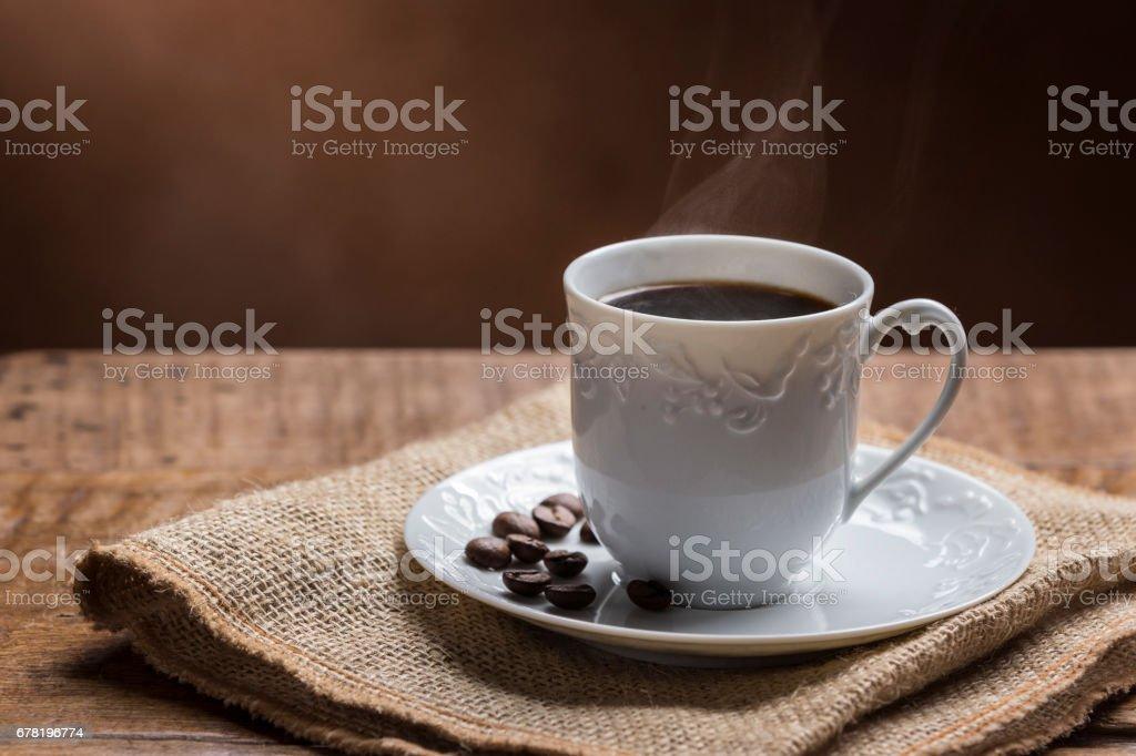 Xícara de café com fumaça - foto de acervo