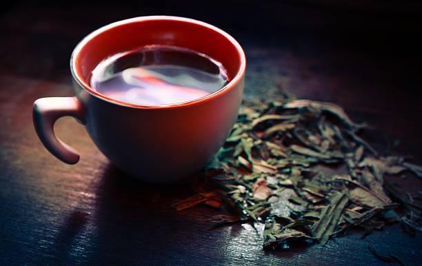 tasse grüner tee - grüner tee koffein stock-fotos und bilder