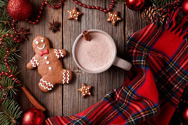 tasse heiße schokolade oder kakao mit lebkuchenmann, stars - schal mit sternen stock-fotos und bilder