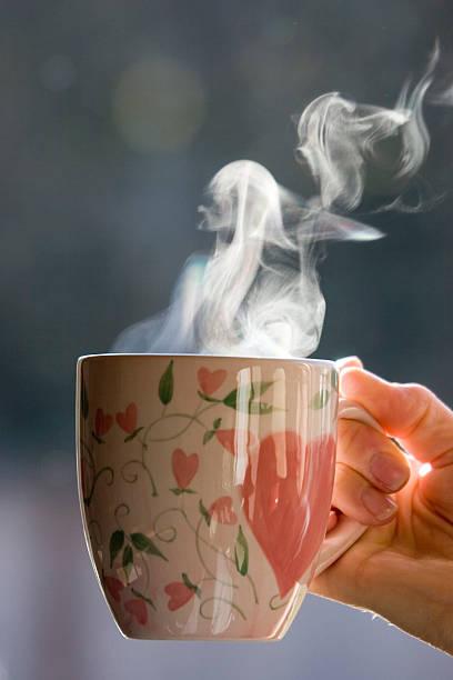 kaffee am morgen - grüner tee koffein stock-fotos und bilder