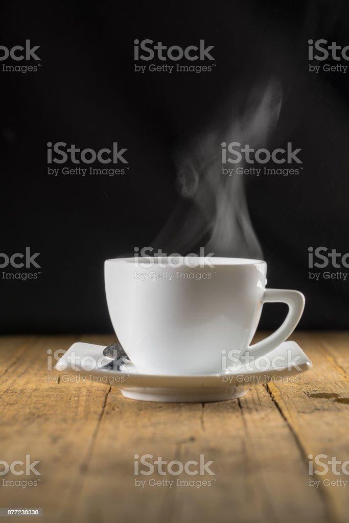 Taza de humeante café - foto de stock