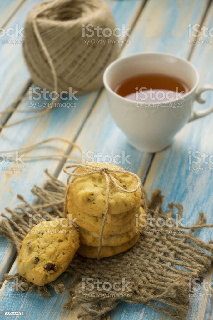 cup of tea with biscuits zbiór zdjęć royalty-free