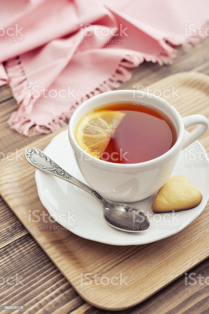 Cup of tea with lemon royaltyfri bildbanksbilder