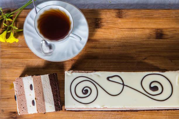 tasse mit heißem tee - oreo torte ohne backen stock-fotos und bilder